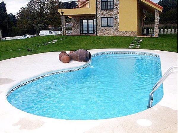 Piscina in vetroresina per il giardino arredamento giardini - Prezzo piscina vetroresina ...