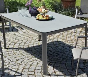 Tavoli in pietra per il giardino - Arredamento Giardini