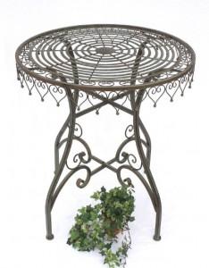 tavolo in ferro per il giardino
